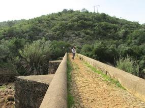 Foto: Alte römische Brücke kurz vor Paderne