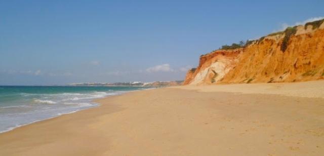 Foto: Traumhafter Sandstrand im Südosten der Algarve