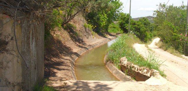 Foto: Wasserkanal zur Bewässerung der Felder