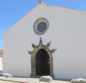 Foto: Das manuelinische Portal der Kirche