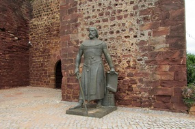 Statue am Burgeingang in Silves