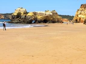 Foto: Wir wandern an dem schönen Strand entlang nach Alvor
