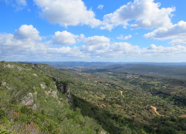 Foto: Wunderbare Aussicht beim Wandern auf dem Rocha da Pena