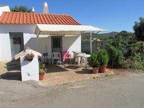 Foto: Winziges Haus bei dieser Wanderung nahe Silves