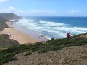 Foto: Der Aufstieg an der Abbruchkante bei Vila do Bispo