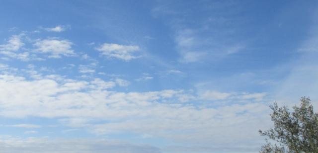 Wolkenbild der Algarve im Dezember