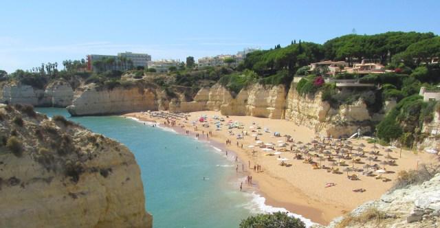 Foto: Strand Praia da Cova Redonda bei Armação de Pêra