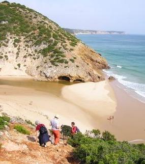Algarve Wanderweg nahe der Abbruchkante zum Strand