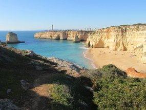 Leuchtturm bei der Algarve Wanderung kurz vor Ferragudo