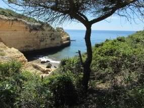 Algarve Steilküste während der Wanderung